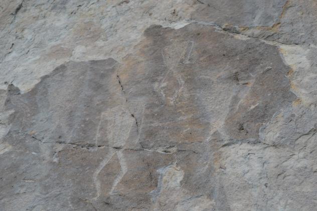 Петроглифы на скале