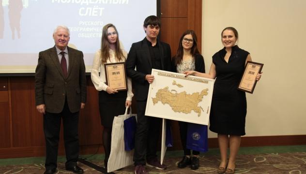Н.С.Касимов награждает отличившихся волонтеров
