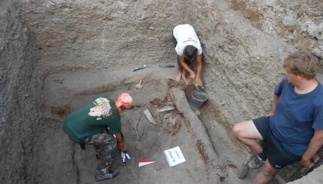 Работа волонтеров на раскопе 'Саускен-3'