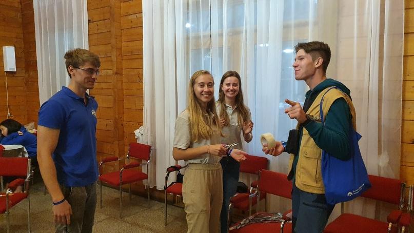 В первый день Слёта участников поделили на команды для эффективной работы в малых группах